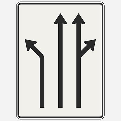 Radenie do jazdných pruhov pred križovatkou
