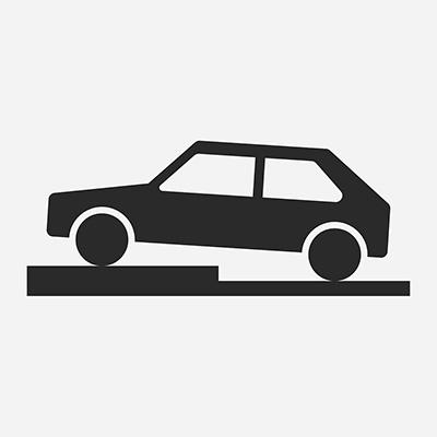 Parkovacie miesta s priečnym státím čiastočne na chodníku